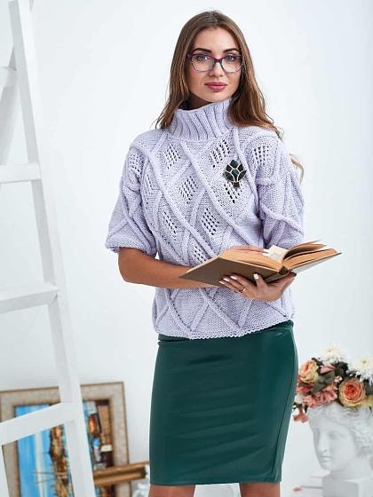 На фотографии женский свитер 3/4 рукав от Shapar, бренда вязаной одежды ручной работы в интернет-магазине связанных спицами вещей.