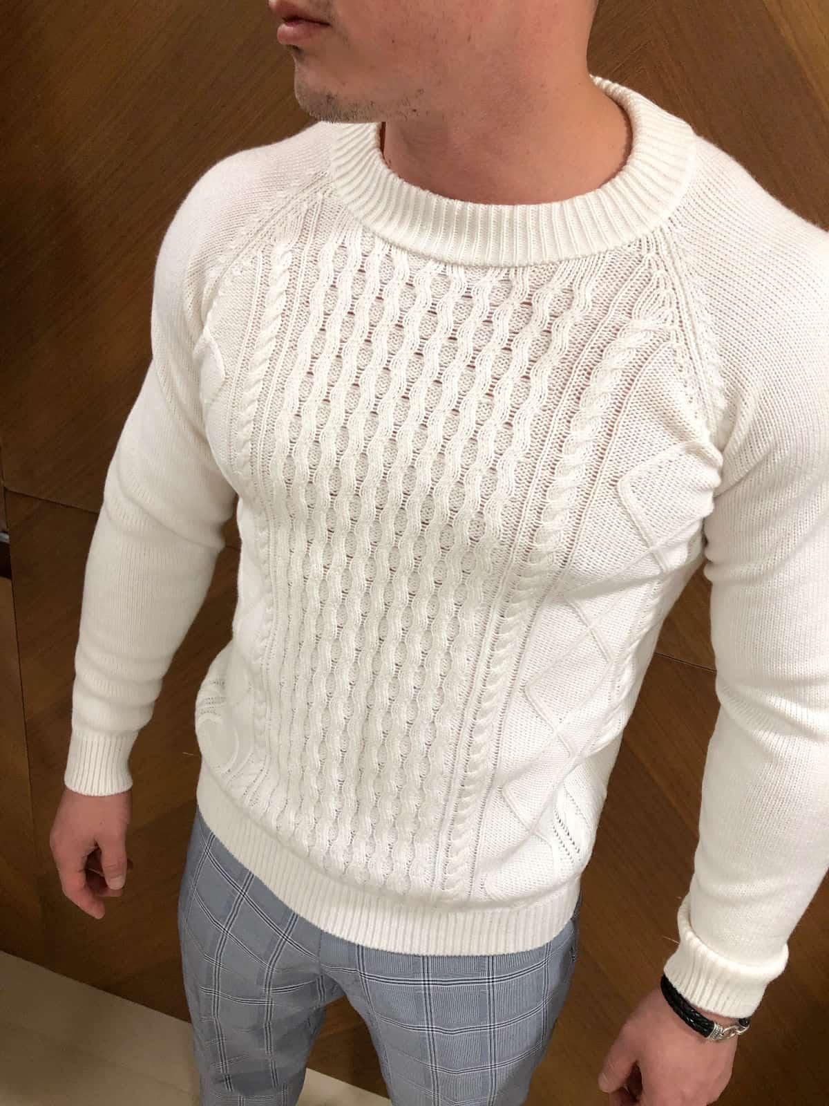 На четвертой фотографии мужской свитер белый с узором косами от Shapar, бренда вязаной одежды ручной работы в интернет-магазине связанных спицами вещей.