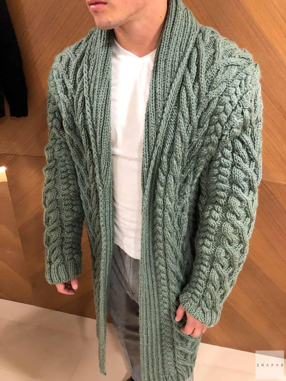 На шестой фотографии мужской кардиган с воротником цвета хаки от Shapar, бренда вязаной одежды ручной работы в интернет-магазине связанных спицами вещей.