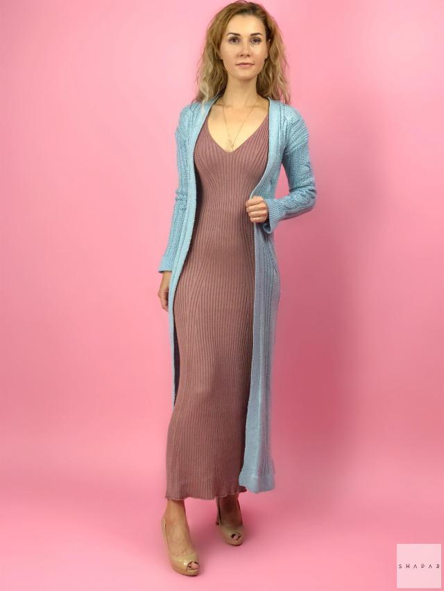 На фотографии женский шелковый кардиган от Shapar, бренда вязаной одежды ручной работы в интернет-магазине связанных спицами вещей.