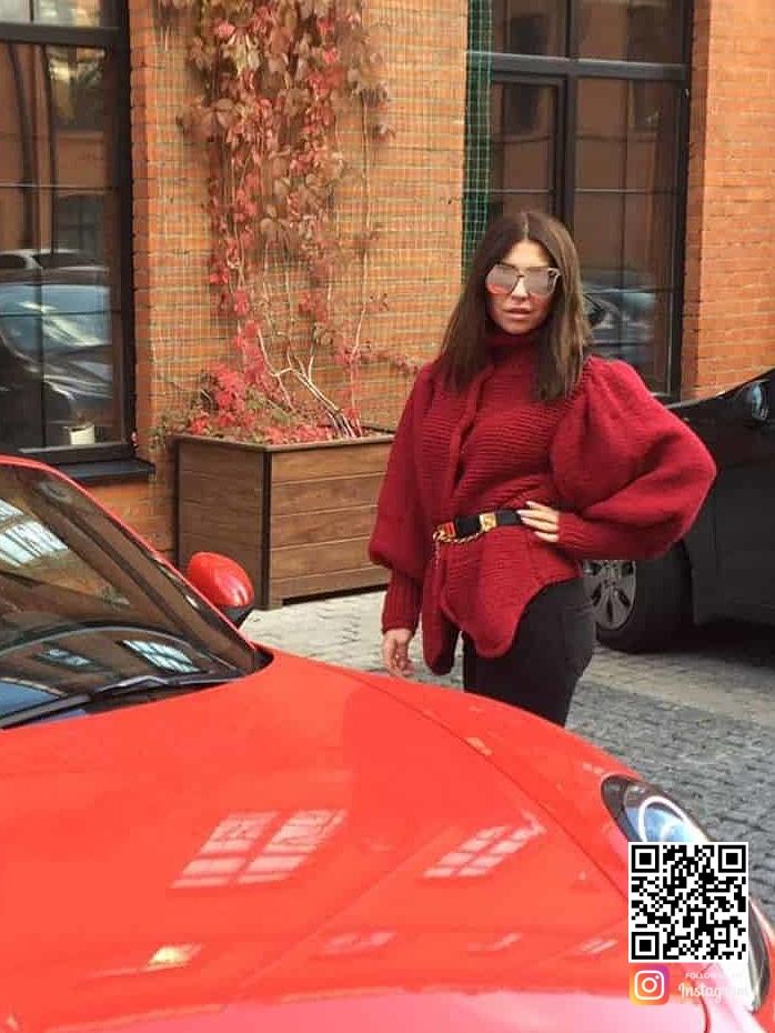 На пятой фотографии сюртук женский для искушенных модниц от Shapar, бренда вязаной одежды ручной работы в интернет-магазине связанных спицами вещей.