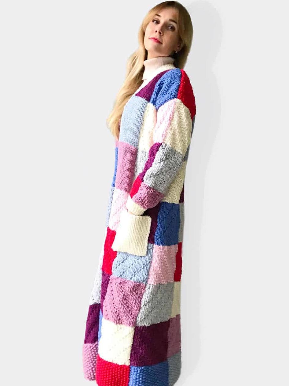 На пятой фотографии женский цветной кардиган от Shapar, бренда вязаной одежды ручной работы в интернет-магазине связанных спицами вещей.