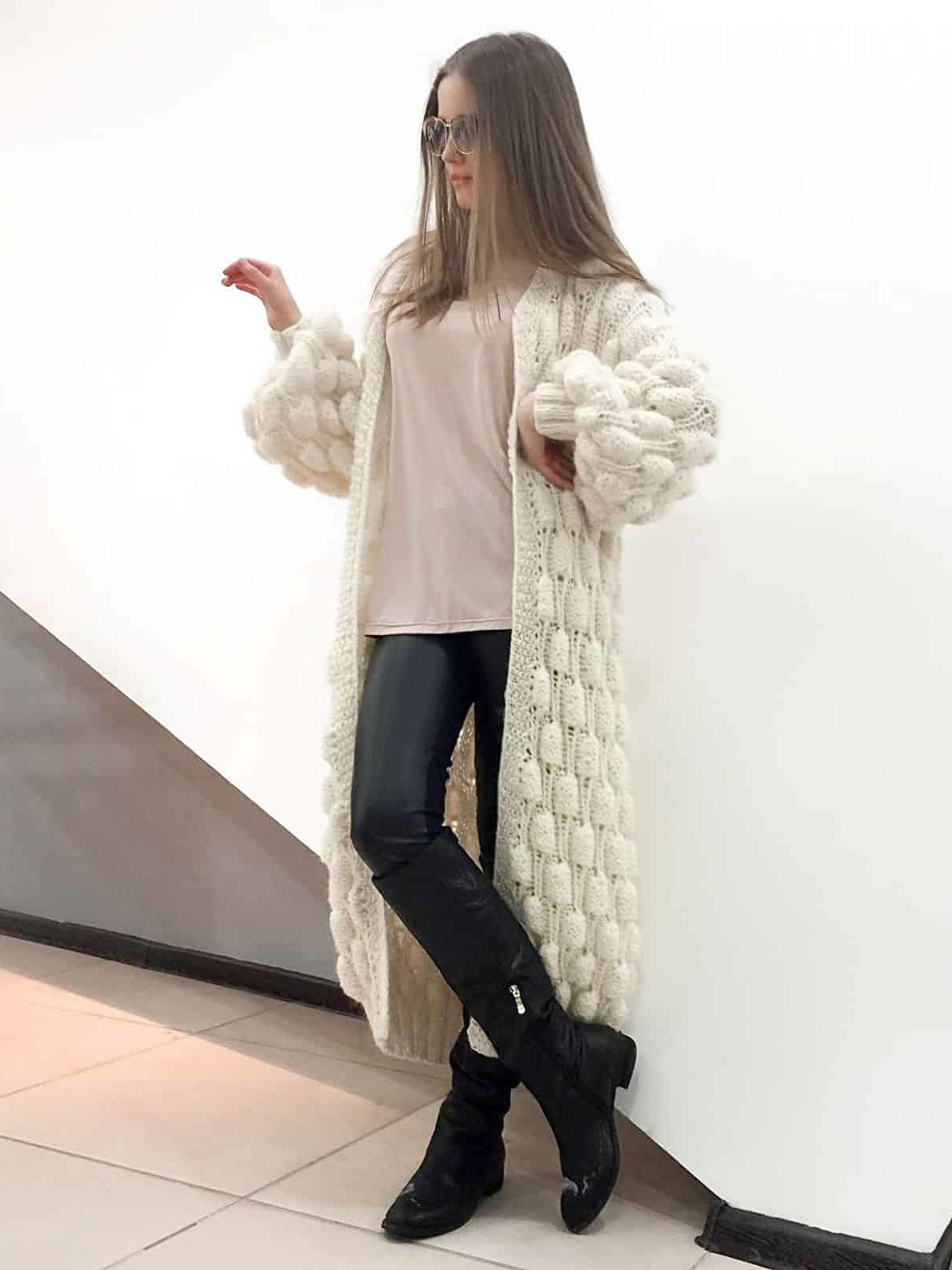 На второй фотографии легкий вязаный кардиган спицами для женщин от Shapar, бренда одежды ручной работы в интернет-магазине связанных вещей.