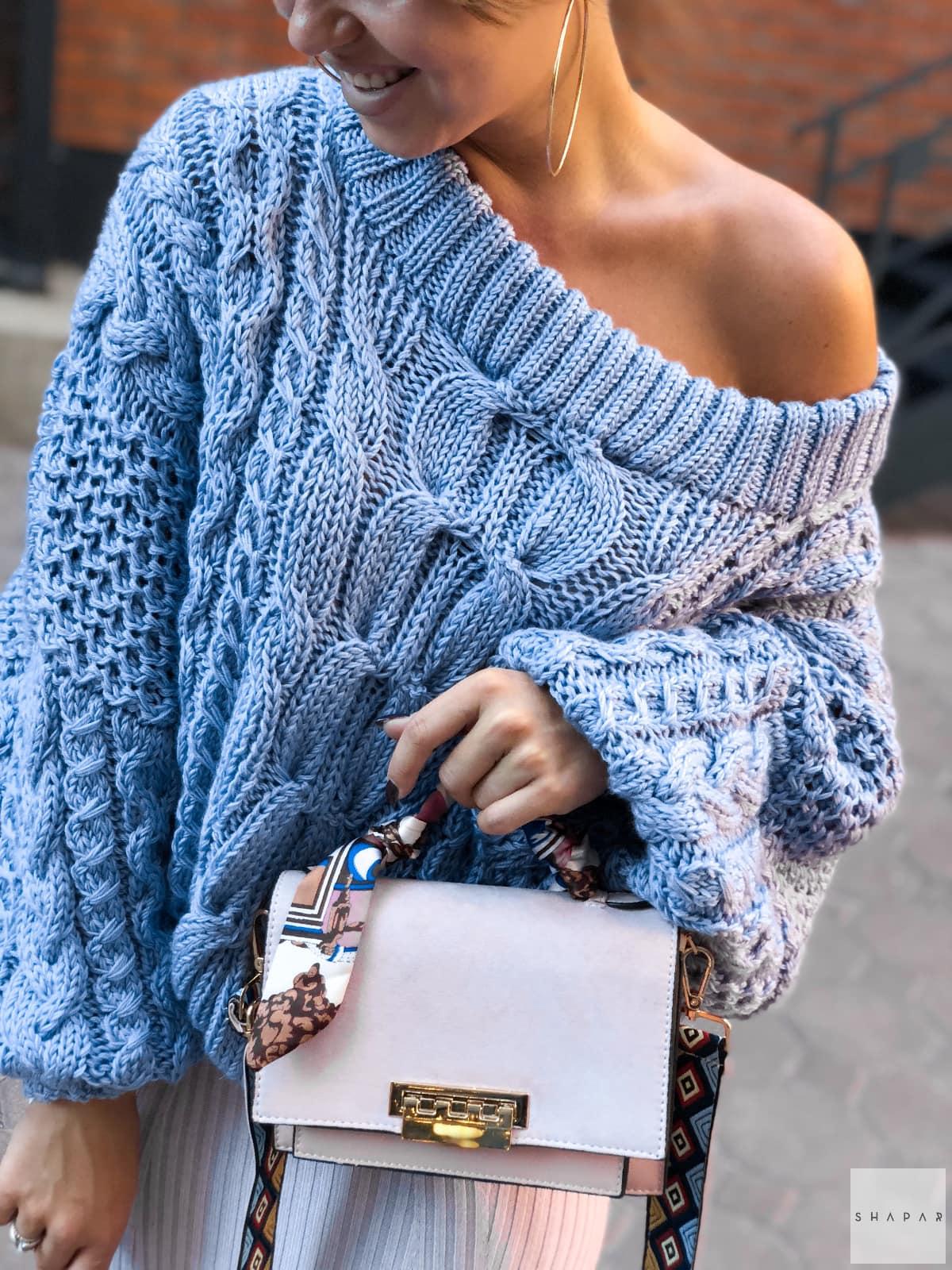 На третьей фотографии женский красивый вязаный свитер от Shapar, бренда вязаной одежды ручной работы в интернет-магазине связанных спицами вещей.