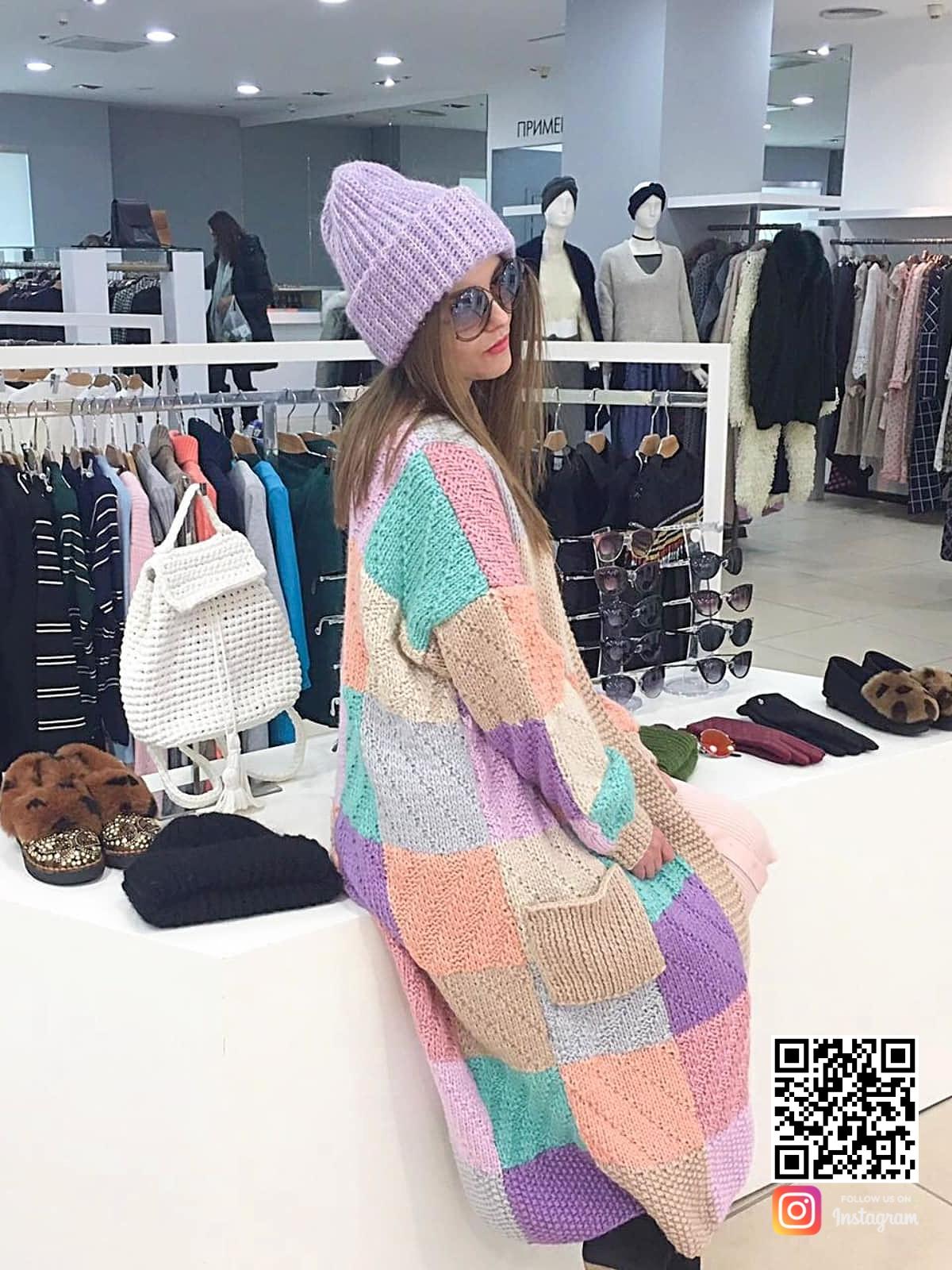 На третьей фотографии длинный модный женский кардиган от Shapar, бренда вязаной одежды ручной работы в интернет-магазине связанных спицами вещей.