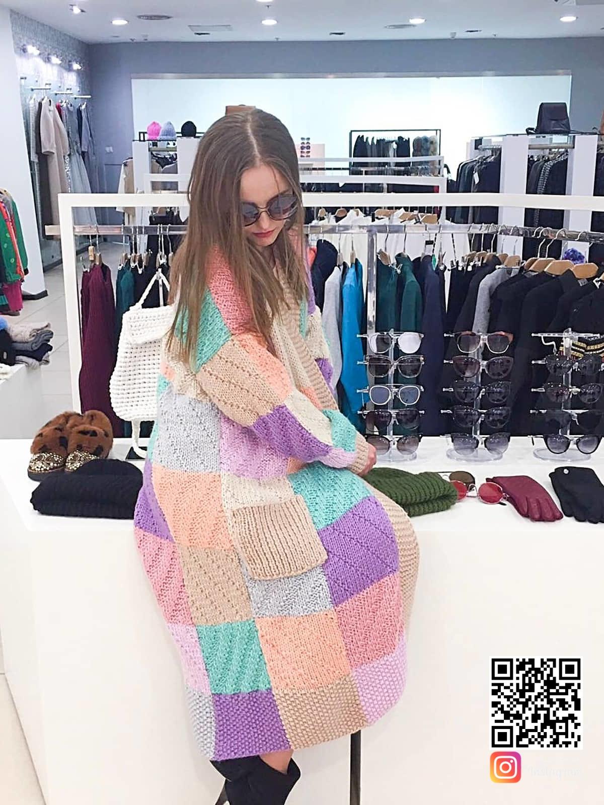 На пятой фотографии женский модный кардиган вязки разной фактуры от Shapar, бренда вязаной одежды ручной работы в интернет-магазине связанных спицами вещей.