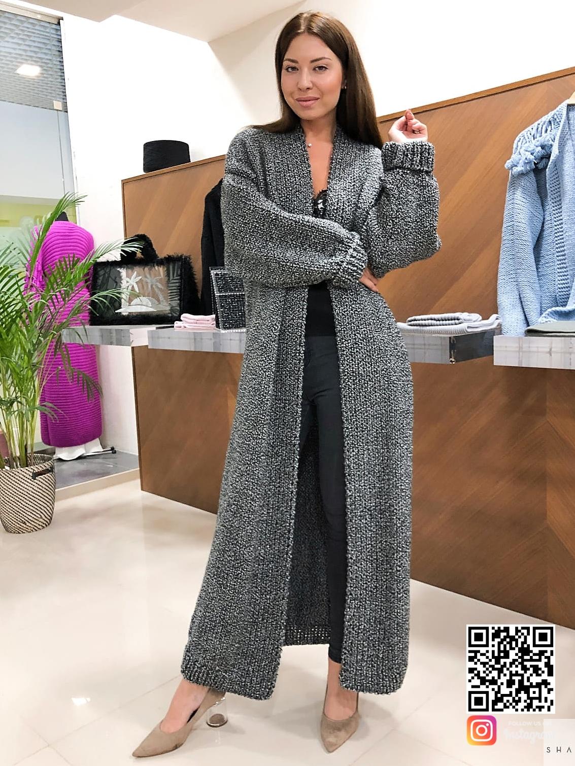 На пятой фотографии женский вязаный кардиган серого цвета от Shapar, бренда женской одежды ручной работы в интернет-магазине связанных спицами вещей.