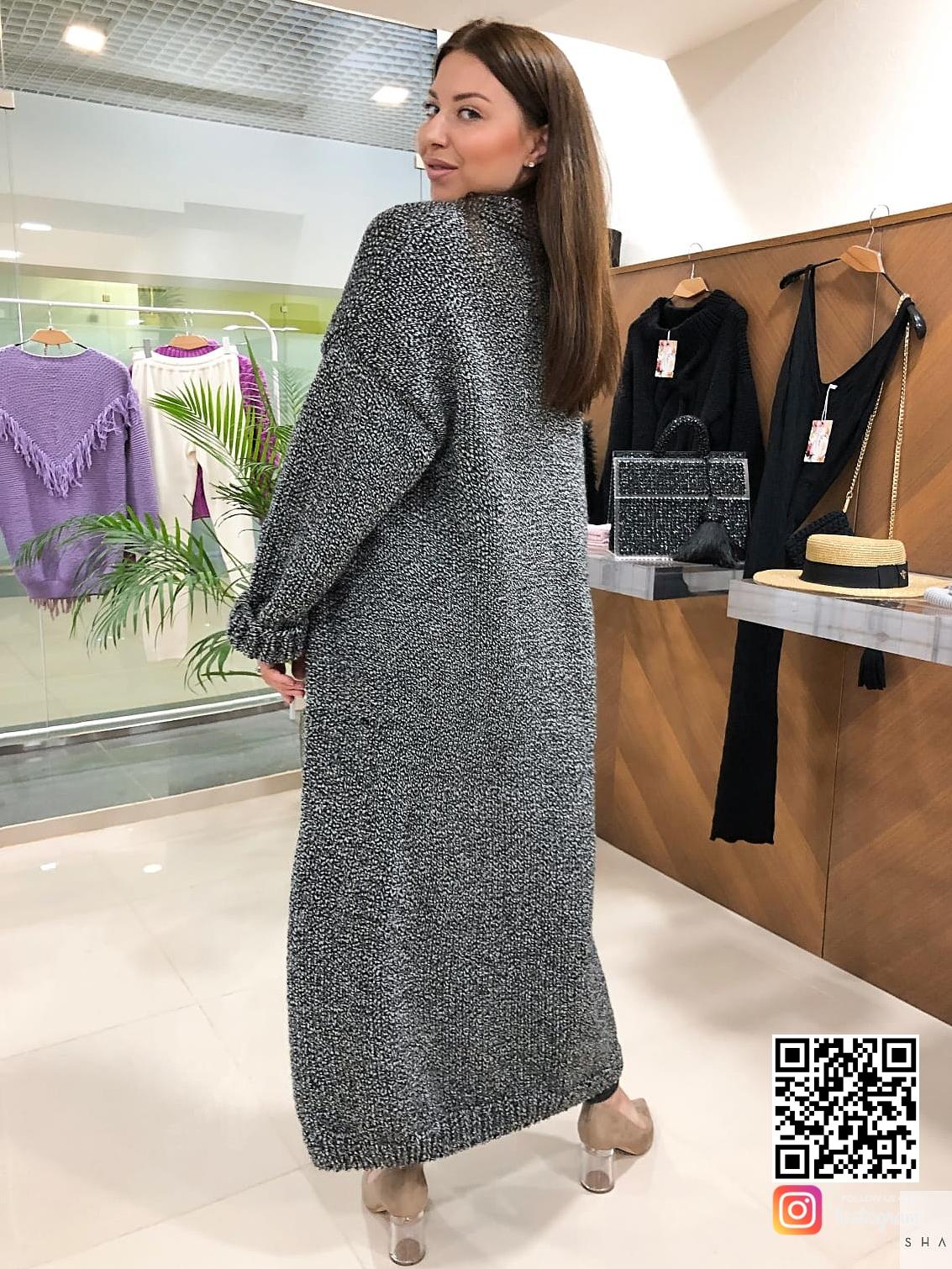 На второй фотографии серый вязаный кардиган со спины от Shapar, бренда одежды ручной работы в интернет-магазине связанных спицами вещей.