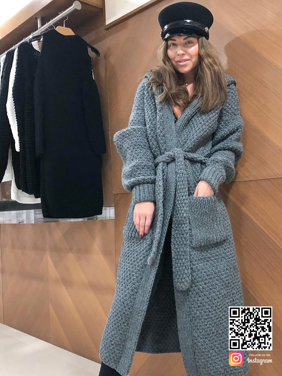На пятой фотографии женский вязаный кардиган с капюшоном с поясом и карманами от Shapar, бренда одежды ручной работы в интернет-магазине связанных спицами вещей.