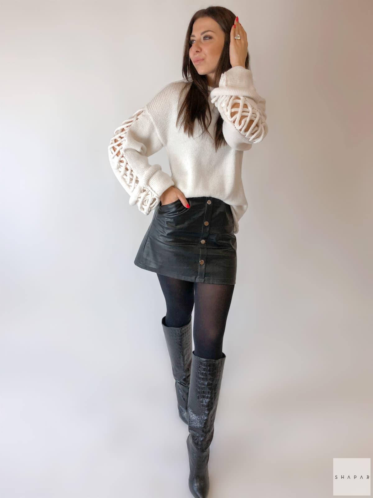 На пятой фотографии красивый джемпер для девушек и женщин от Shapar, бренда вязаной одежды ручной работы в интернет-магазине связанных спицами вещей.