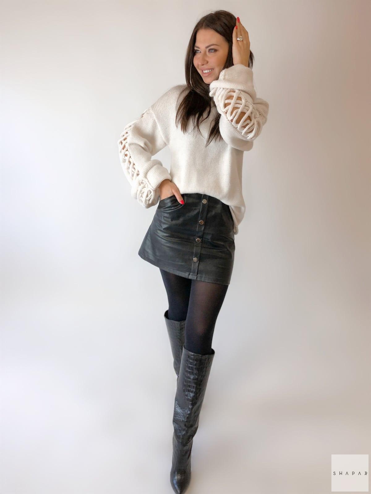 На третьей фотографии красивый женский джемпер с ажурными рукавами от Shapar, бренда вязаной одежды ручной работы в интернет-магазине связанных спицами вещей.