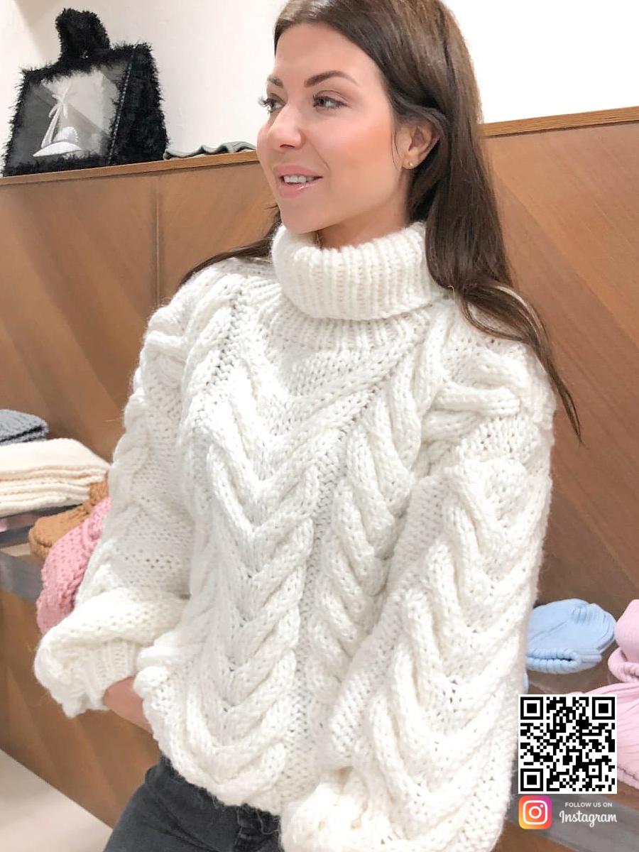 На пятой фотографии теплый свитер женский с воротником от Shapar, бренда вязаной одежды ручной работы в интернет-магазине связанных спицами вещей.