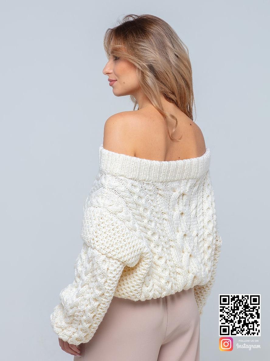 На второй фотографии женский молочный свитер со спины от Shapar, бренда вязаной одежды ручной работы в интернет-магазине связанных спицами вещей.