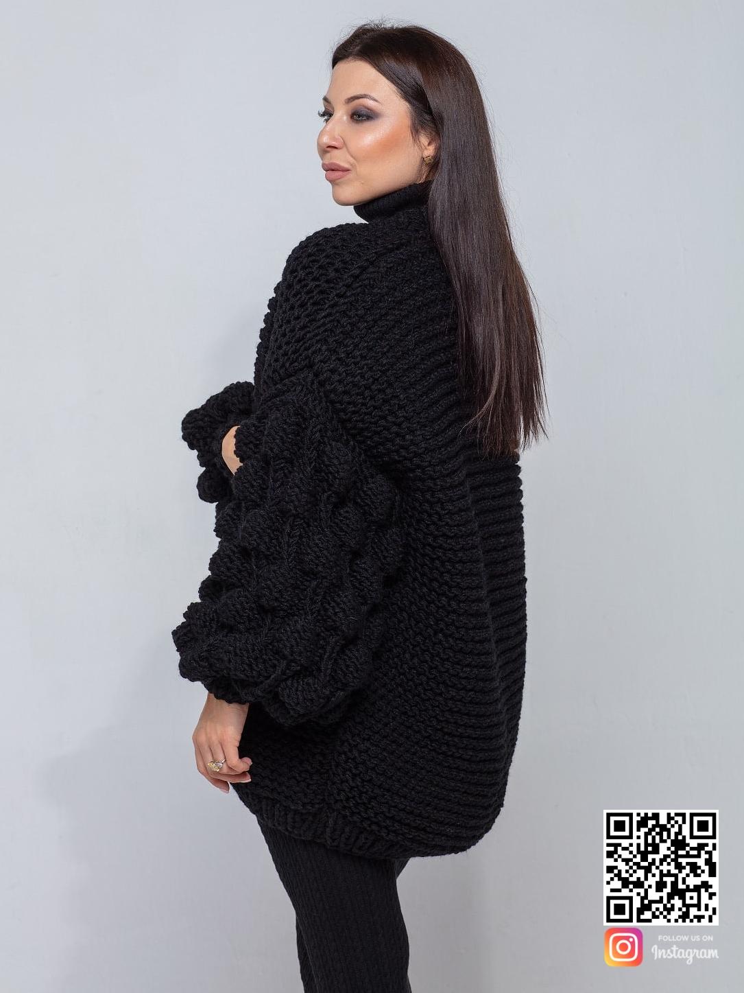 На третьей фотографии женский черный кардиган крупной вязки от Shapar, бренда вязаной одежды ручной работы в интернет-магазине связанных спицами вещей.