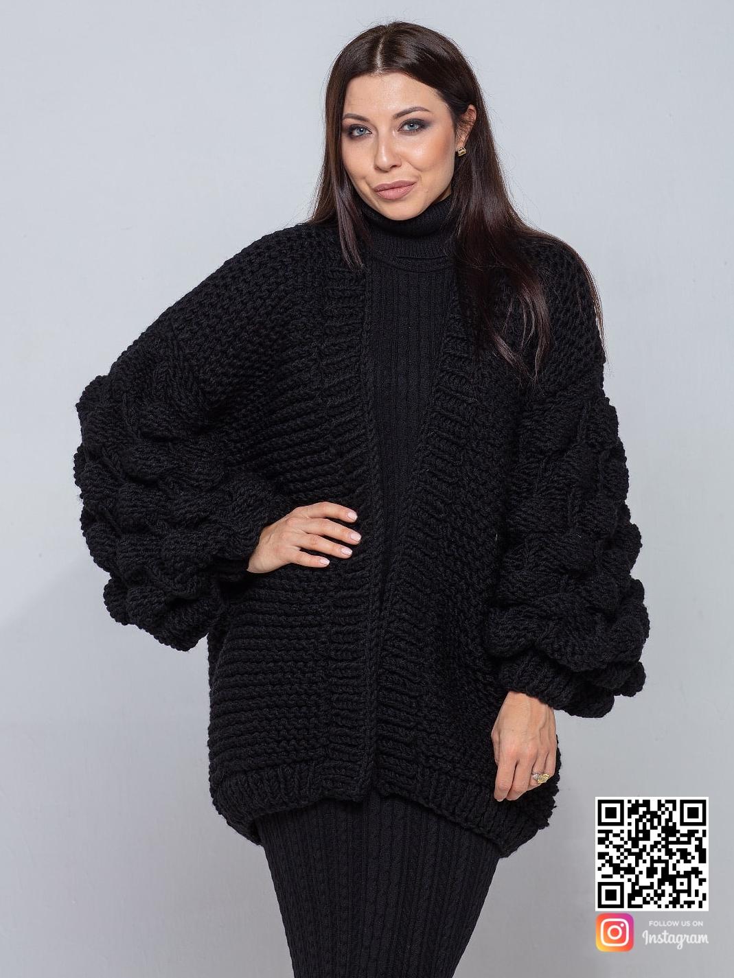 На седьмой фотографии стильный черный кардиган для девушек и женщин от Shapar, бренда вязаной одежды ручной работы в интернет-магазине связанных спицами вещей.
