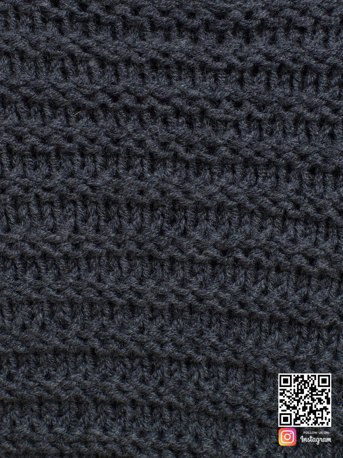 На шестой фотографии женский длинный серый кардиган крупным планом от Shapar, бренда вязаной одежды ручной работы в интернет-магазине связанных спицами вещей.