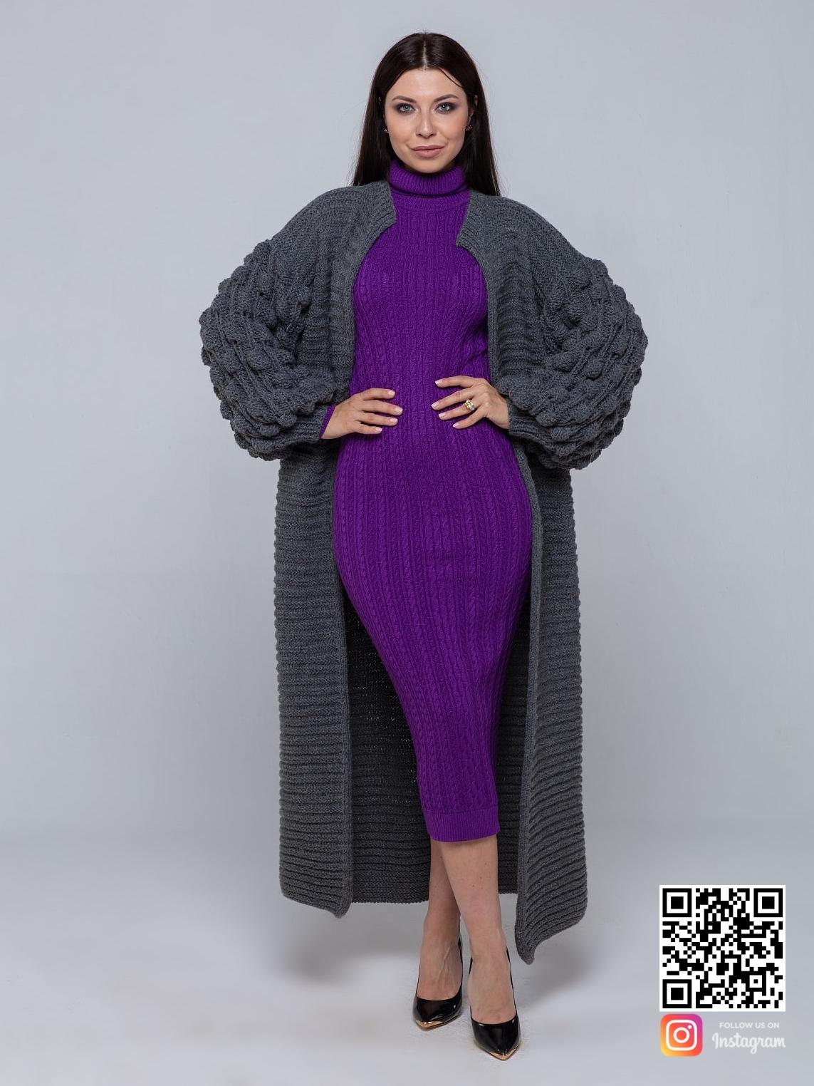 На третьей фотографии женский длинный серый кардиган с объемными рукавами от Shapar, бренда вязаной одежды ручной работы в интернет-магазине связанных спицами вещей.