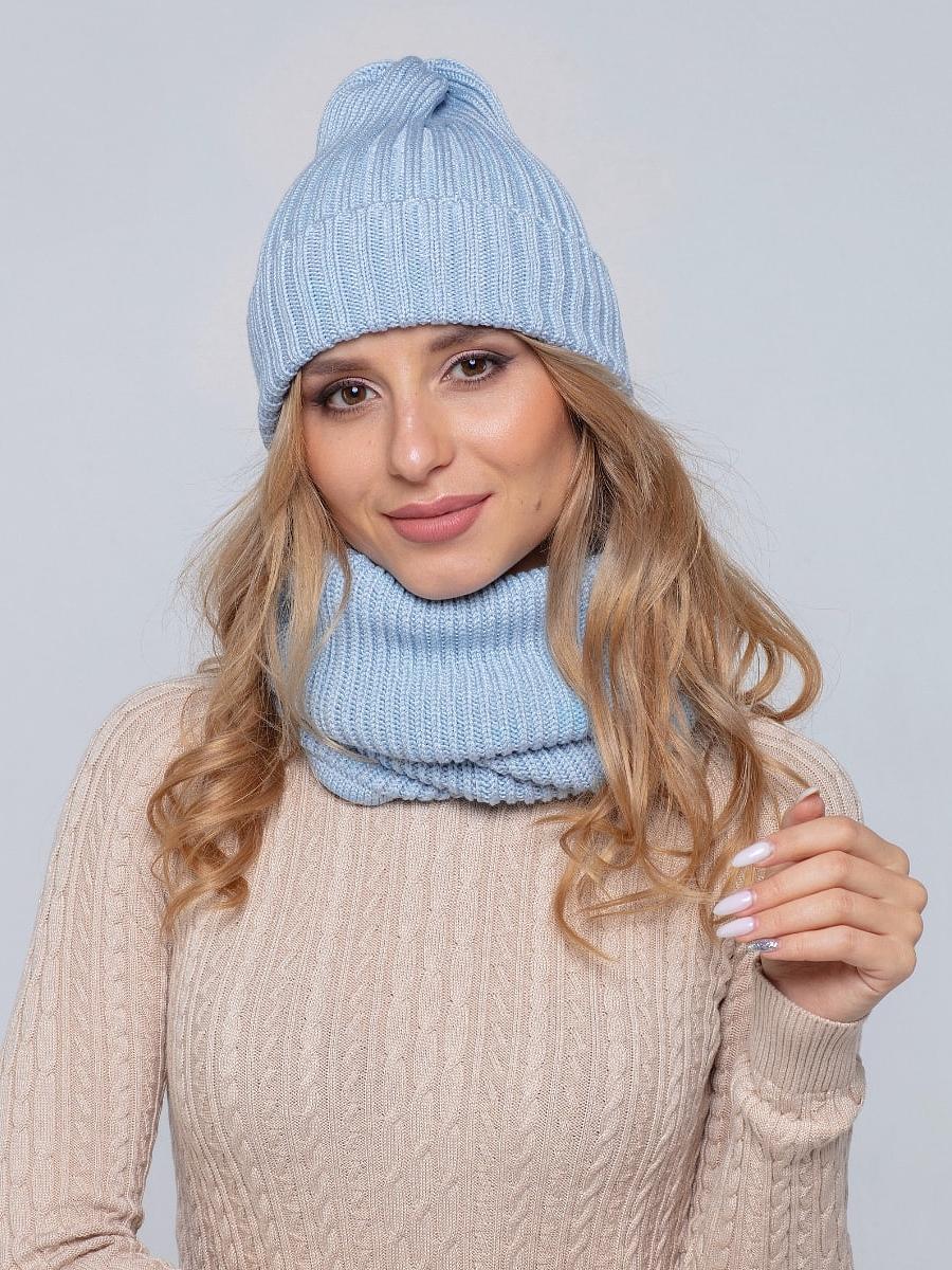 На пятой фотографии женская трикотажная голубая шапка и снуд от Shapar, бренда вязаной одежды ручной работы в интернет-магазине связанных спицами вещей.