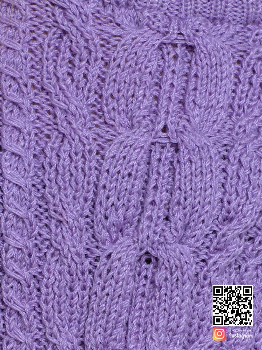 На шестой фотографии женский лавандовый свитер крупным планом от Shapar, бренда вязаной одежды ручной работы в интернет-магазине связанных спицами вещей.