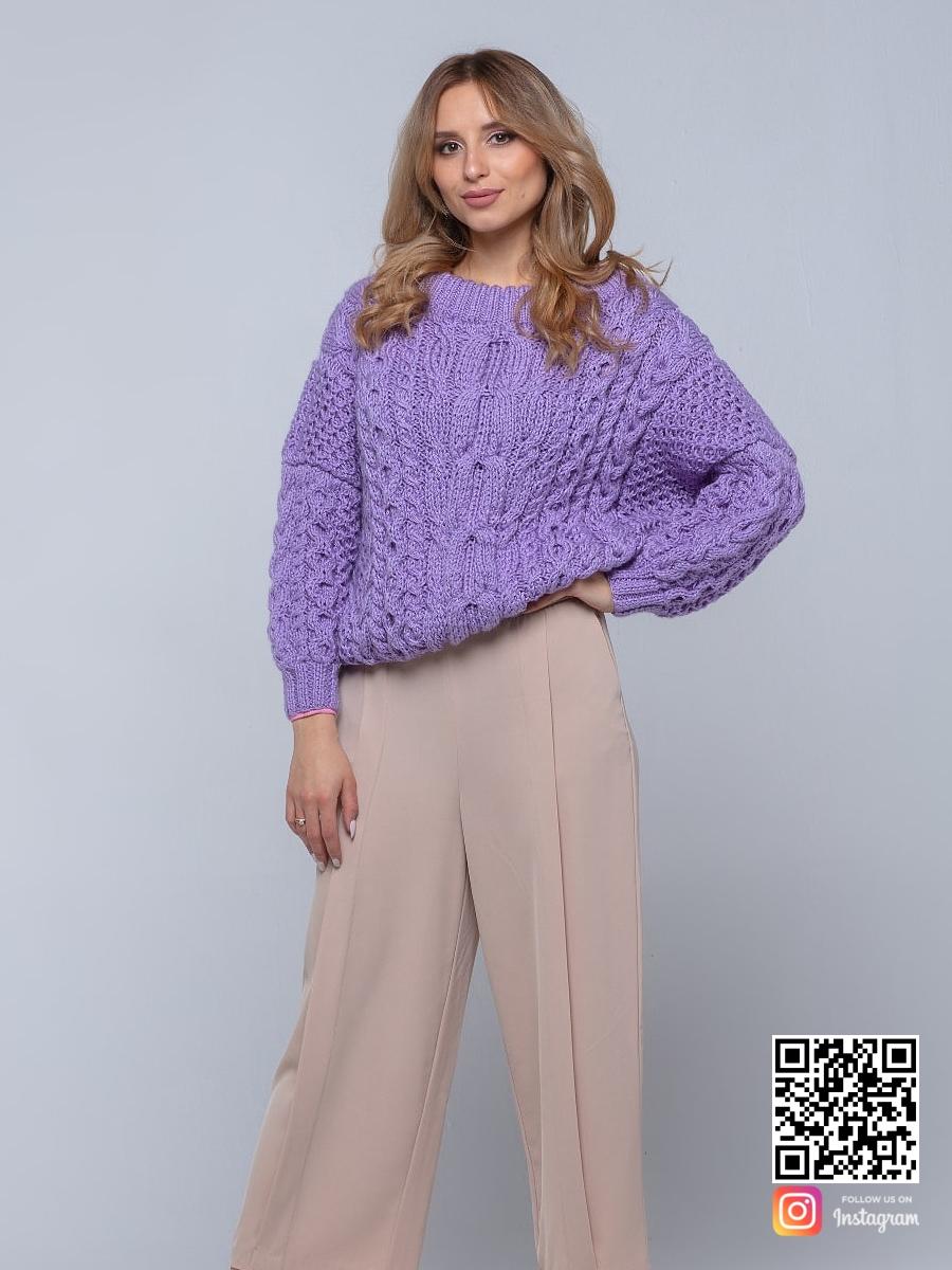 На четвертой фотографии ажурный лавандовый свитер для девушек и женщин от Shapar, бренда вязаной одежды ручной работы в интернет-магазине связанных спицами вещей.
