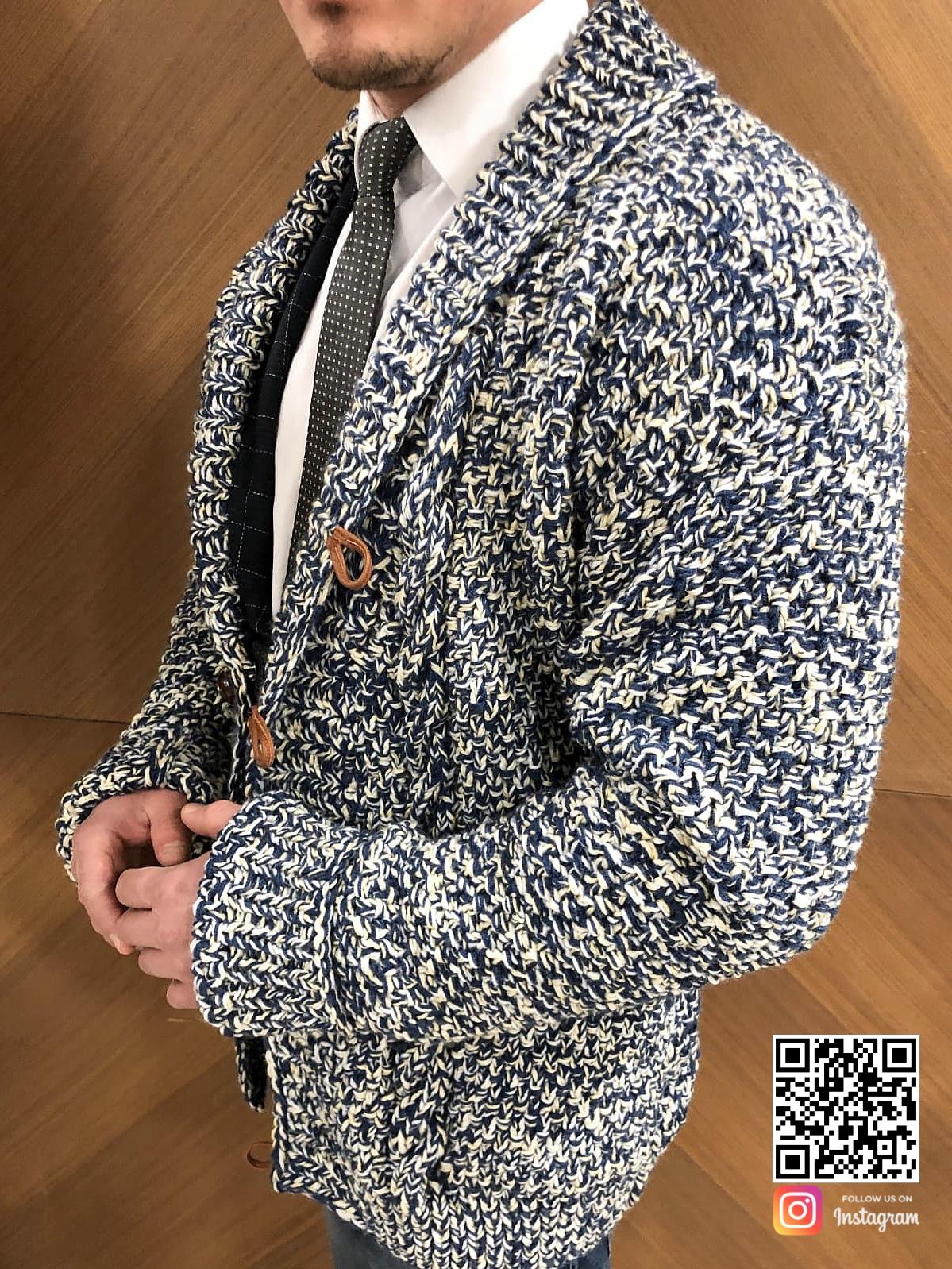 На второй фотографии мужской вязаный кардиган спицами комбинированного цвета от Shapar, бренда одежды ручной работы в интернет-магазине связанных вещей.