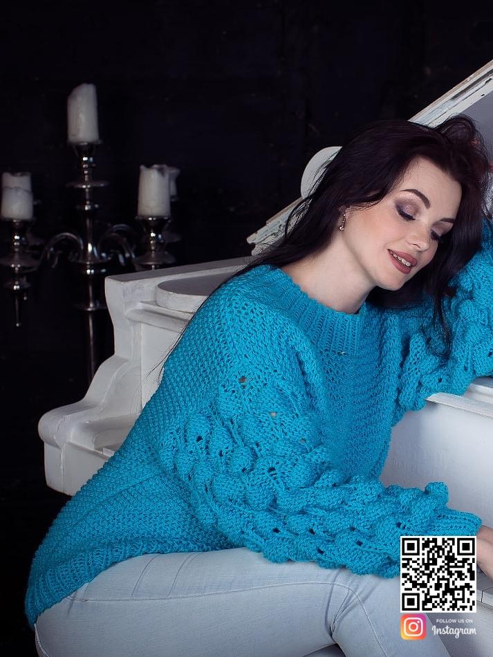 На пятой фотографии модный женский свитер бирюзового цвета от Shapar, бренда вязаной одежды ручной работы в интернет-магазине связанных спицами вещей.