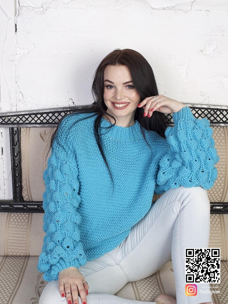 На шестой фотографии стильный женский бирюзовый свитер от Shapar, бренда вязаной одежды ручной работы в интернет-магазине связанных спицами вещей.