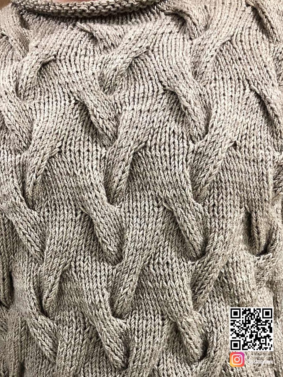 На четвертой фотографии джемпер косами мужской крупным планом от Shapar, бренда вязаной одежды ручной работы в интернет-магазине связанных спицами вещей.