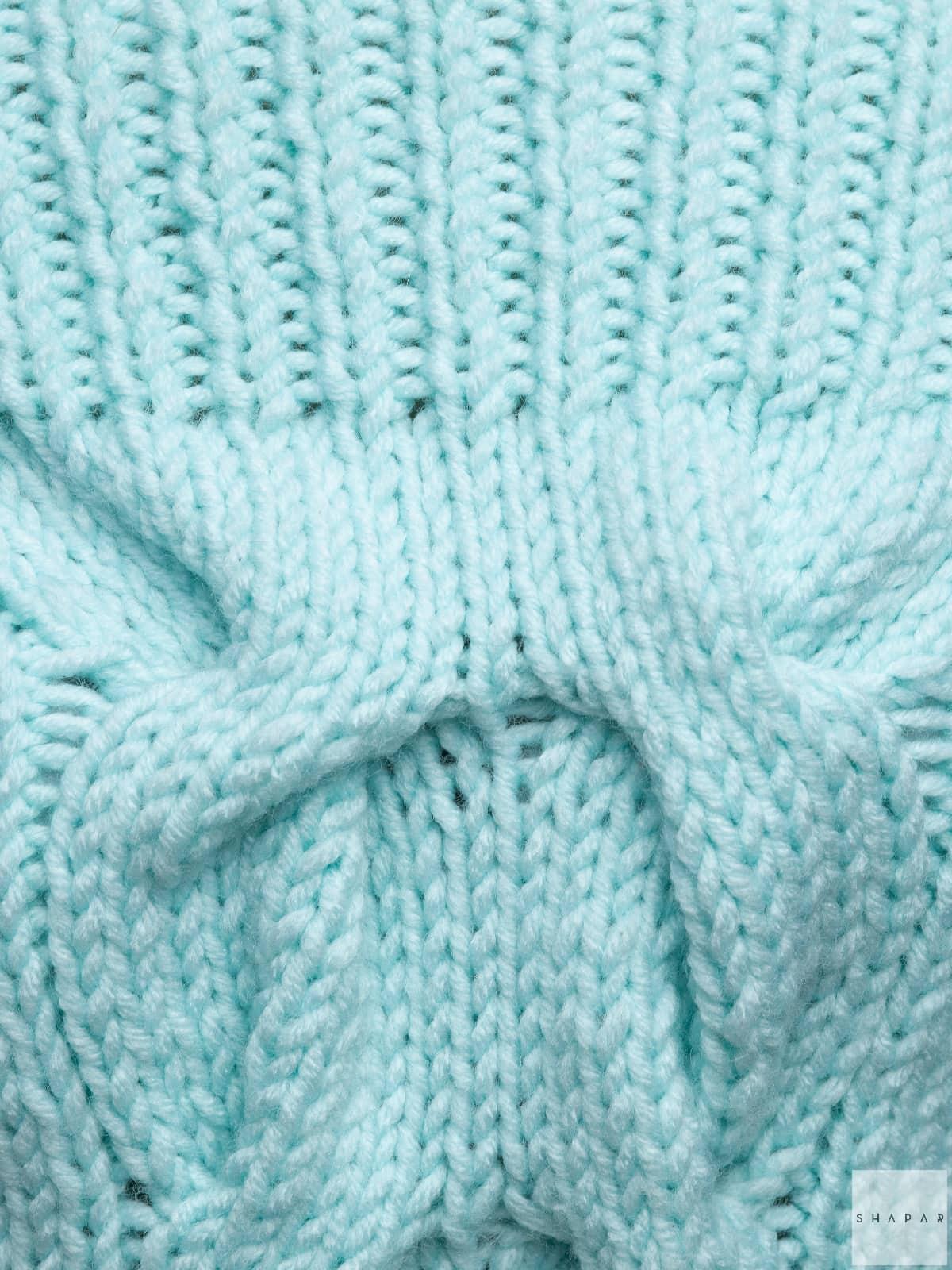 На седьмой фотографии джемпер женский оверсайз крупным планом от Shapar, бренда вязаной одежды ручной работы в интернет-магазине связанных спицами вещей.