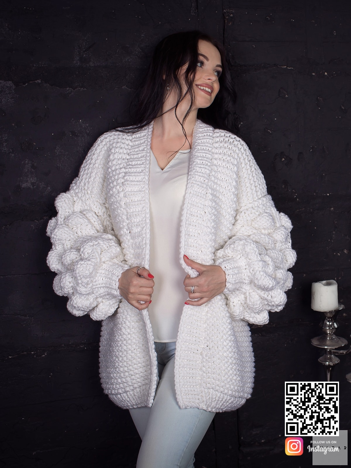 На шестой фотографии женский кардиган на лето средней длины от Shapar, бренда вязаной одежды ручной работы в интернет-магазине связанных спицами вещей.