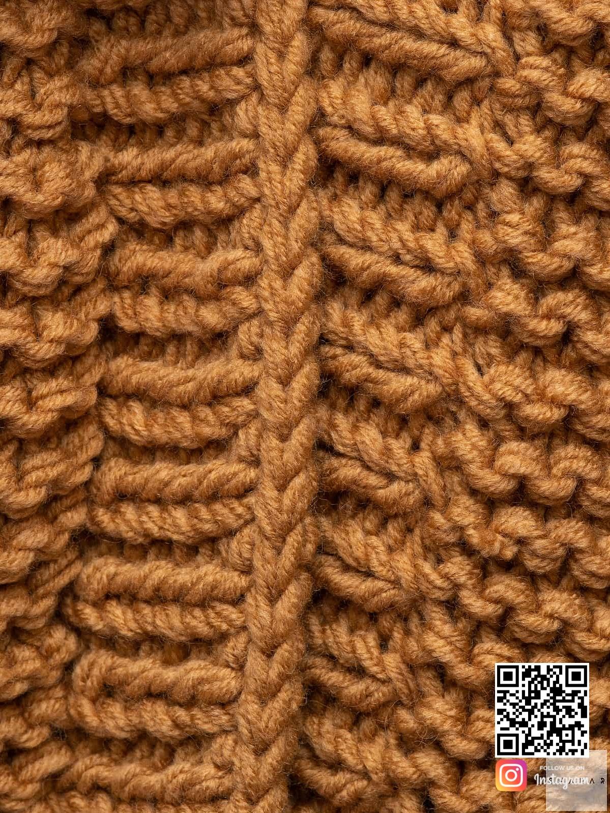 На седьмой фотографии женский коричневый кардиган крупным планом от Shapar, бренда вязаной одежды ручной работы в интернет магазине связанных спицами вещей.