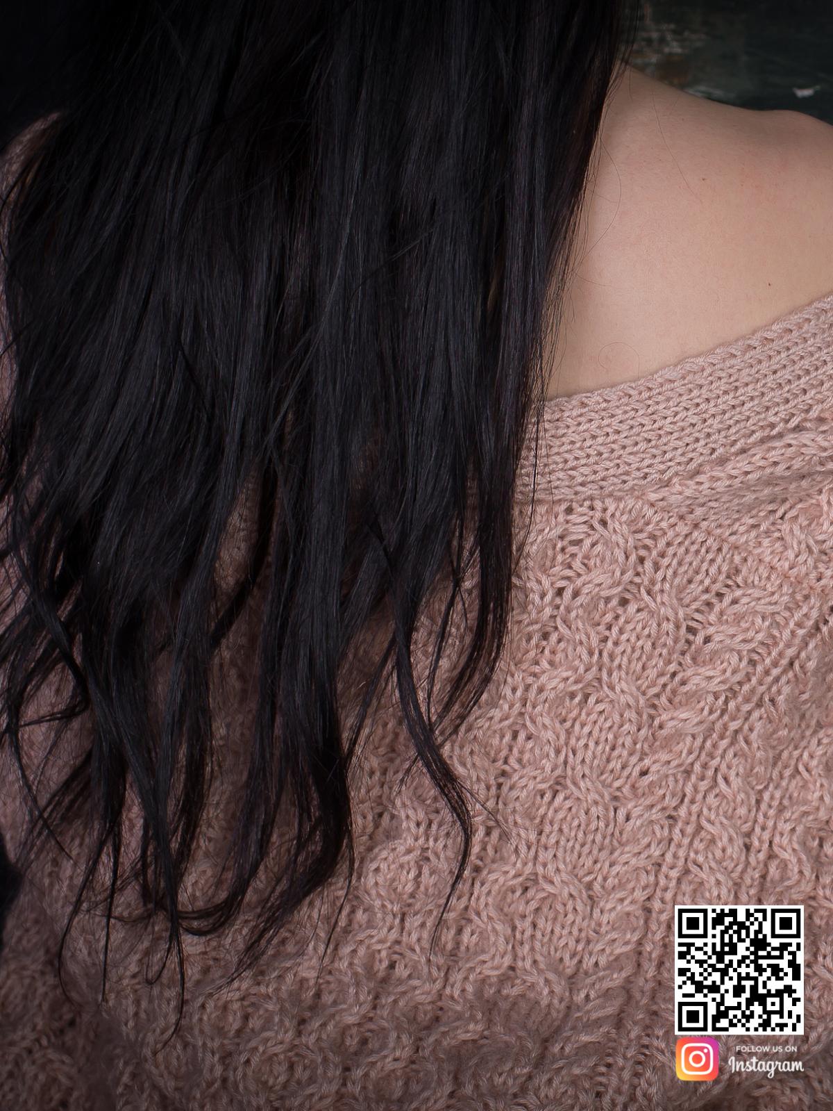 На третьей фотографии бежевый бомбер женский со спины от Shapar, бренда вязаной одежды ручной работы в интернет-магазине связанных вещей.