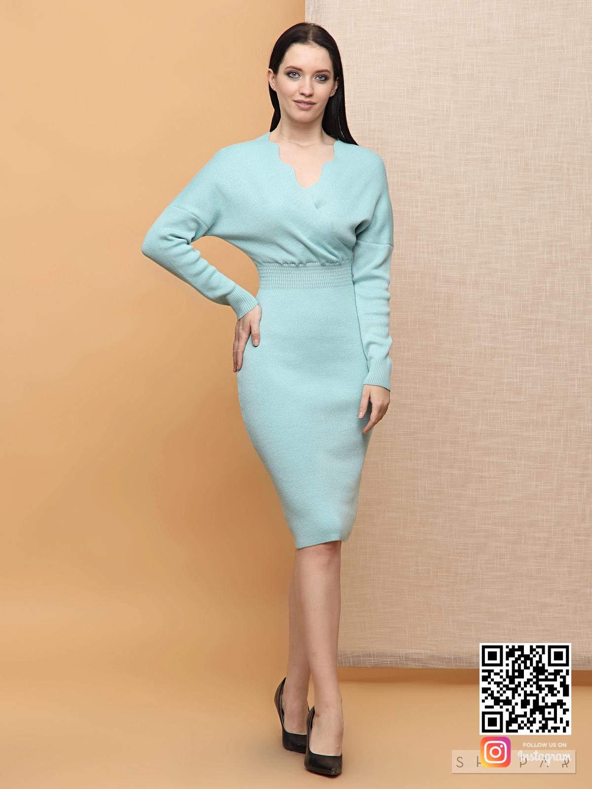 На четвертой фотографии бирюзовое трикотажное платье для деловых женщин от Shapar, бренда вязаной одежды ручной работы в интернет-магазине связанных спицами вещей.