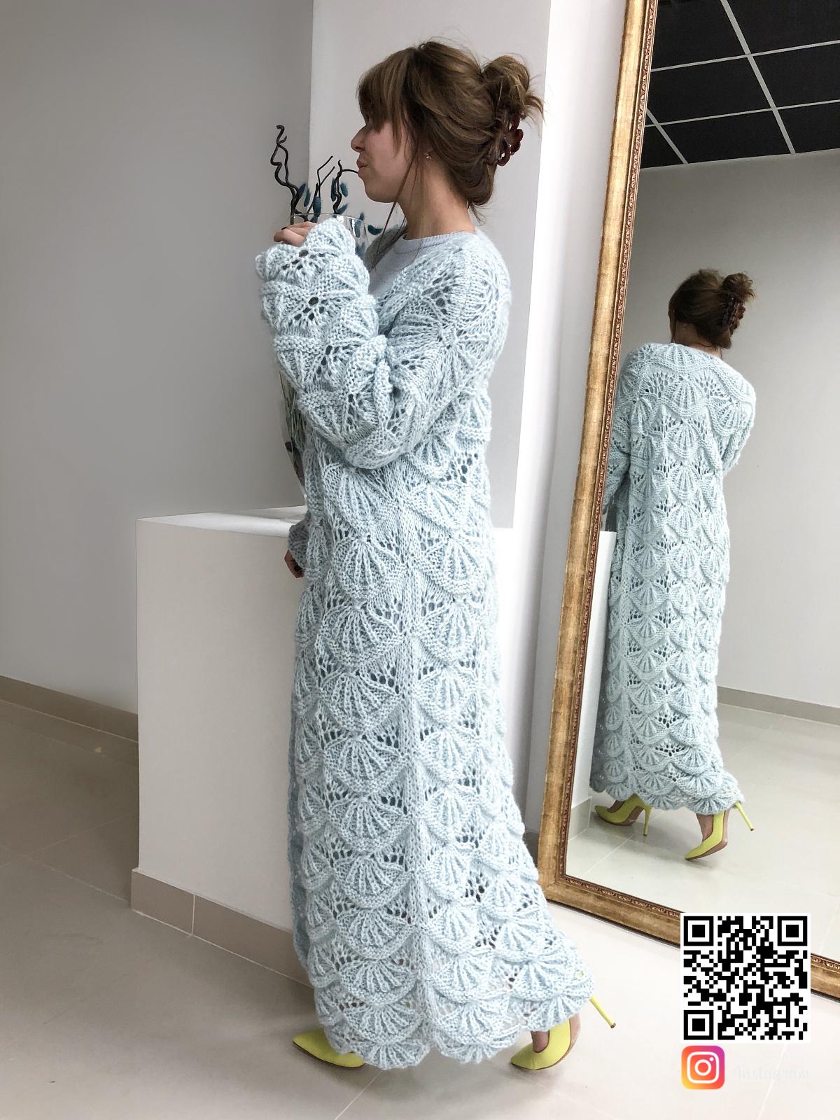 На третьей фотографии женский ажурный кардиган голубого цвета от Shapar бренда вязаной одежды ручной работы в интернет-магазине связанных спицами вещей.
