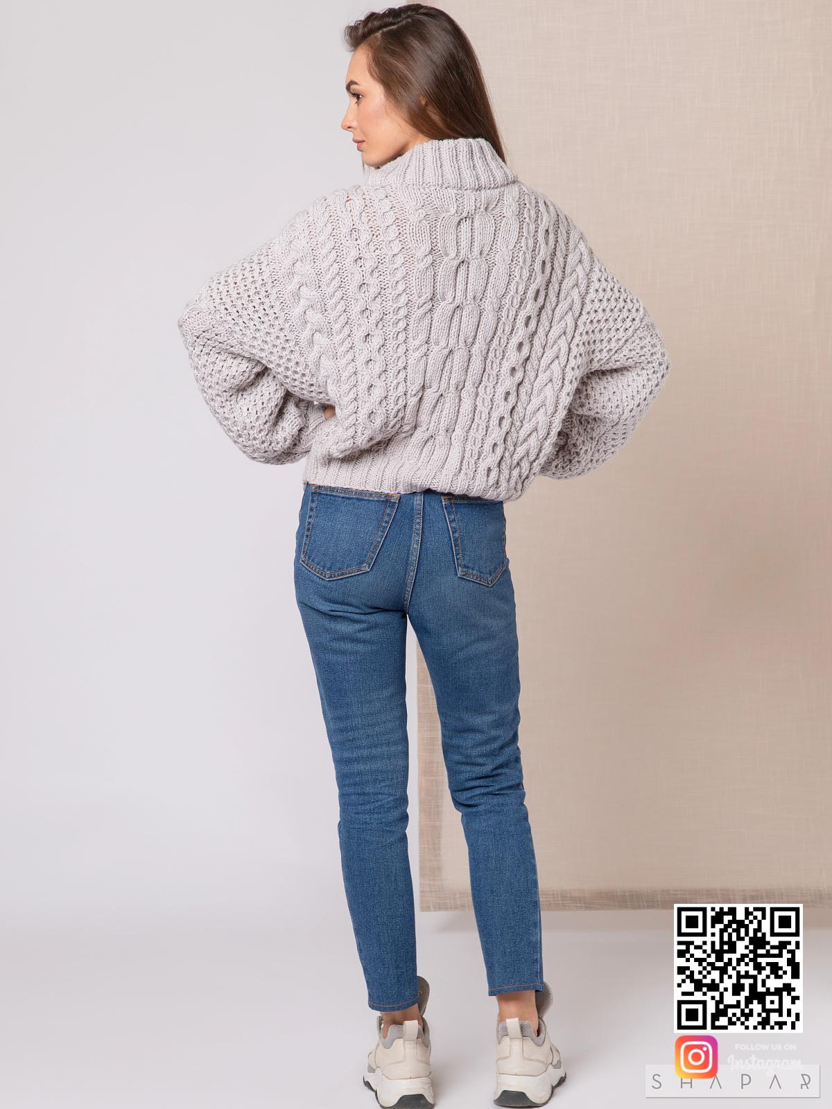 На пятой фотографии женский серый свитер рубан от Shapar, бренда вязаной одежды ручной работы в интернет-магазине связанных спицами вещей.