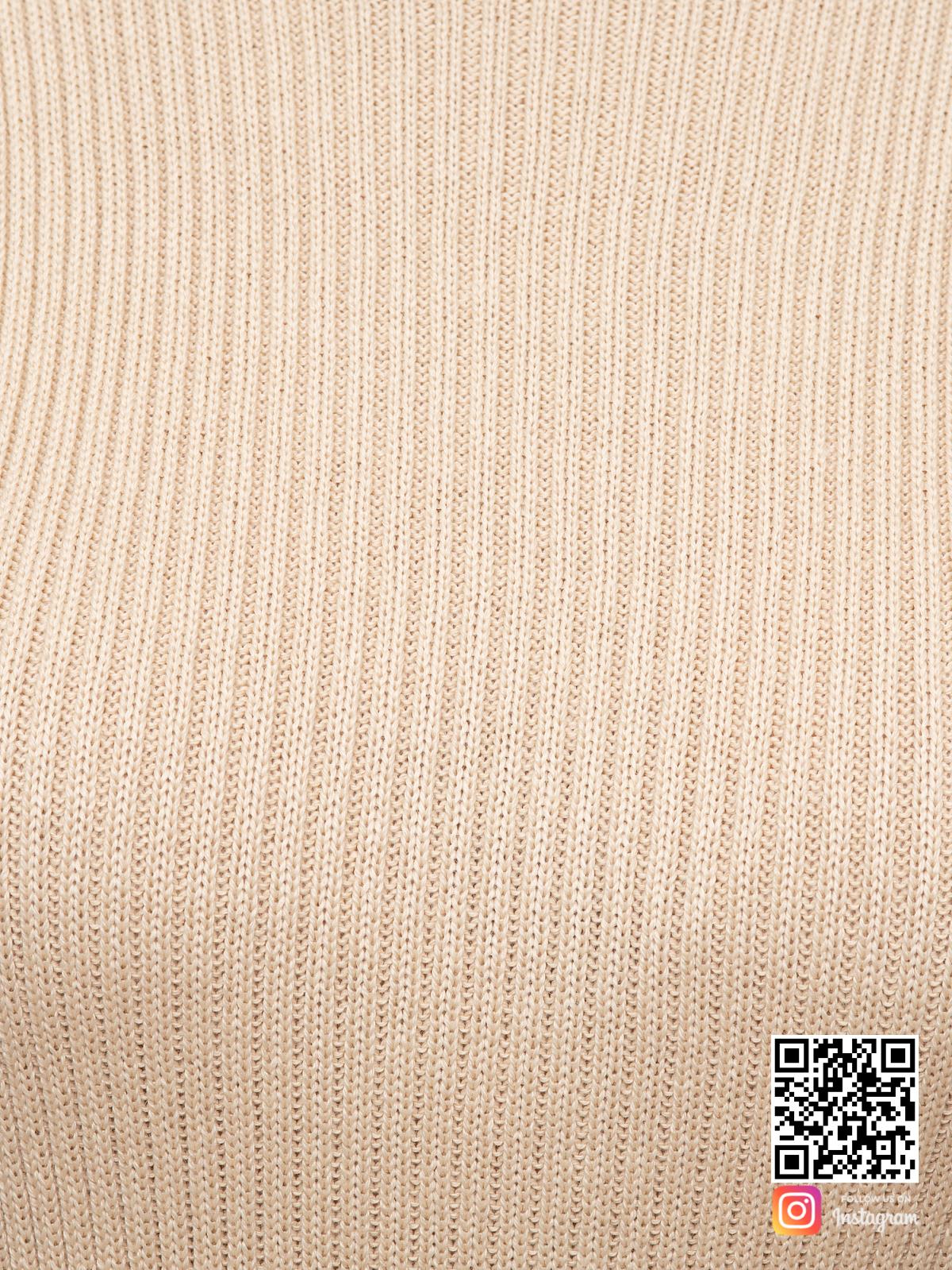 На седьмой фотографии бежевый костюм с юбкой крупным планом от Shapar, бренда вязаной одежды ручной работы в интернет-магазине связанных спицами вещей.