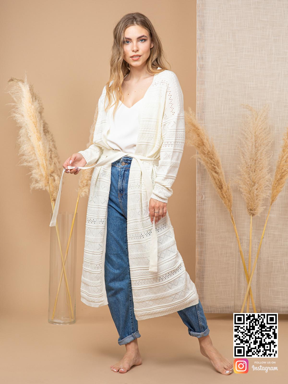 На пятой фотографии ажурный кардиган для женщин с поясом от Shapar, бренда вязаной одежды ручной работы в интернет-магазине связанных спицами вещей.