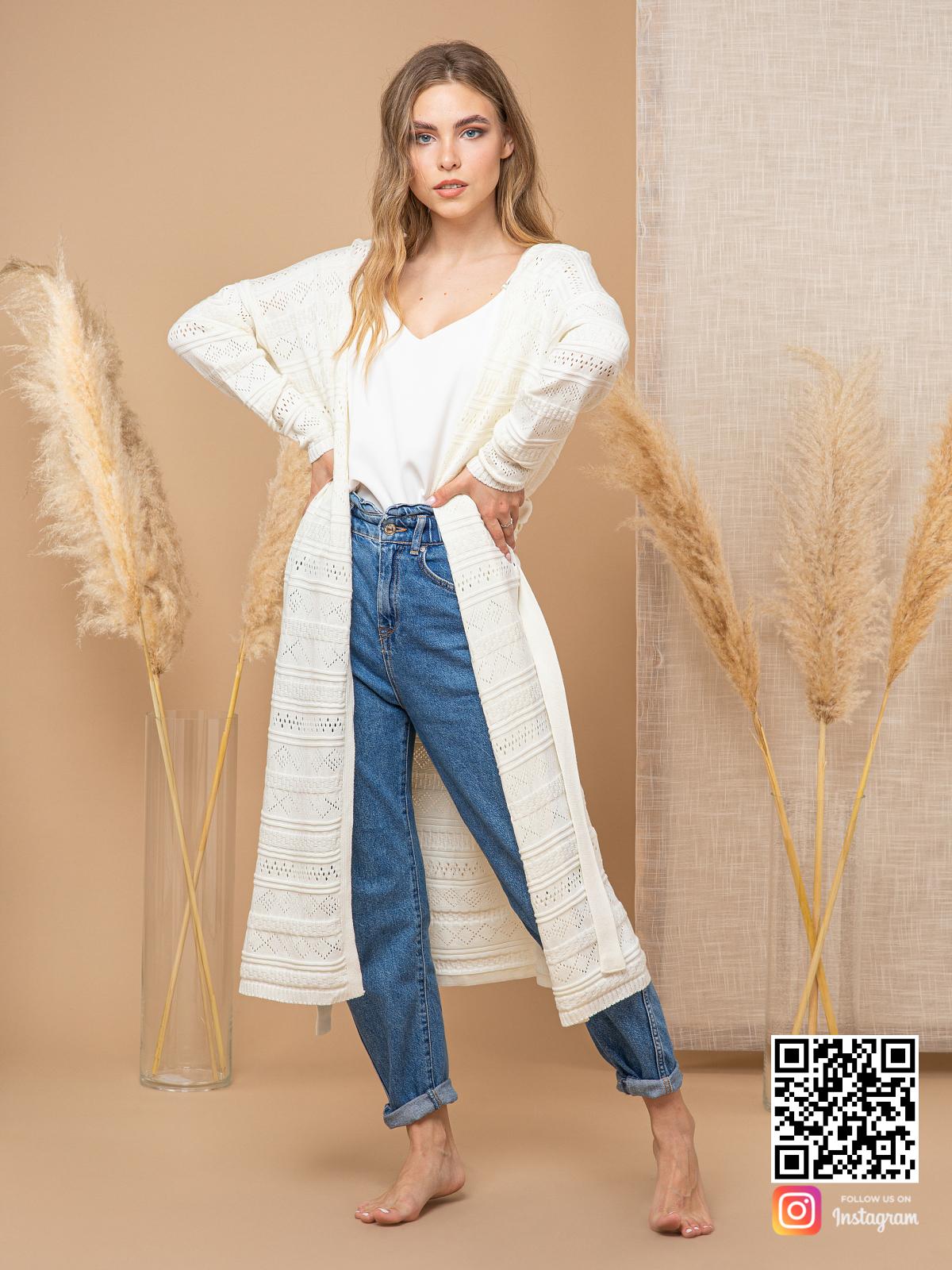 На четвертой фотографии длинный ажурный кардиган для женщин от Shapar, бренда вязаной одежды ручной работы в интернет-магазине связанных спицами вещей.