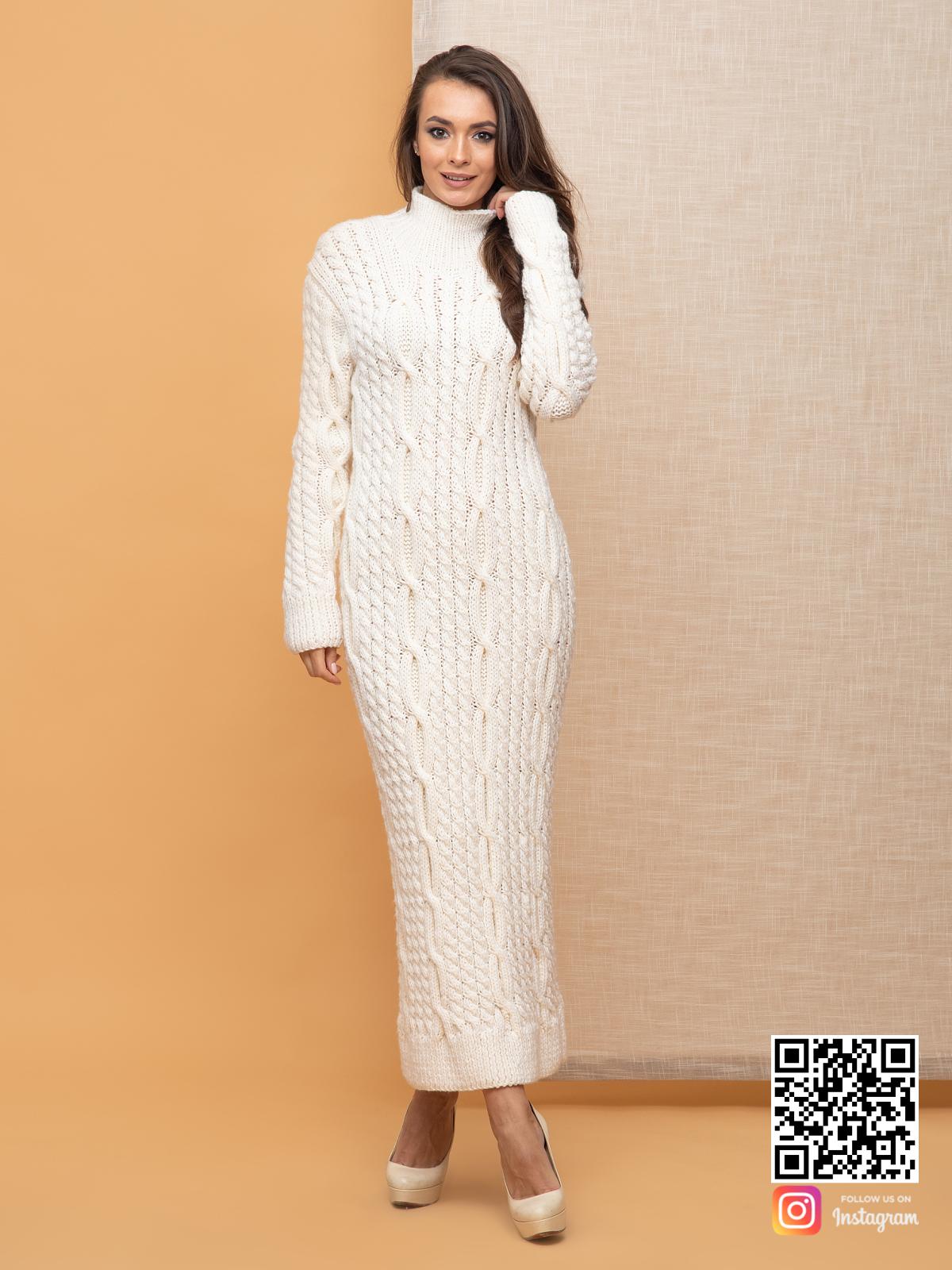 На третьей фотографии белое вязаное платье в косах от Shapar, бренда женской одежды ручной работы в интернет-магазине связанных спицами вещей.