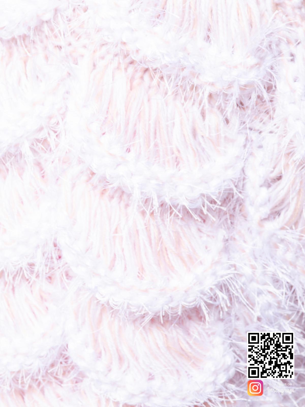 На седьмой фотографии женский бежевый бомбер крупным планом от Shapar, бренда вязаной одежды ручной работы в интернет-магазине связанных спицами вещей.