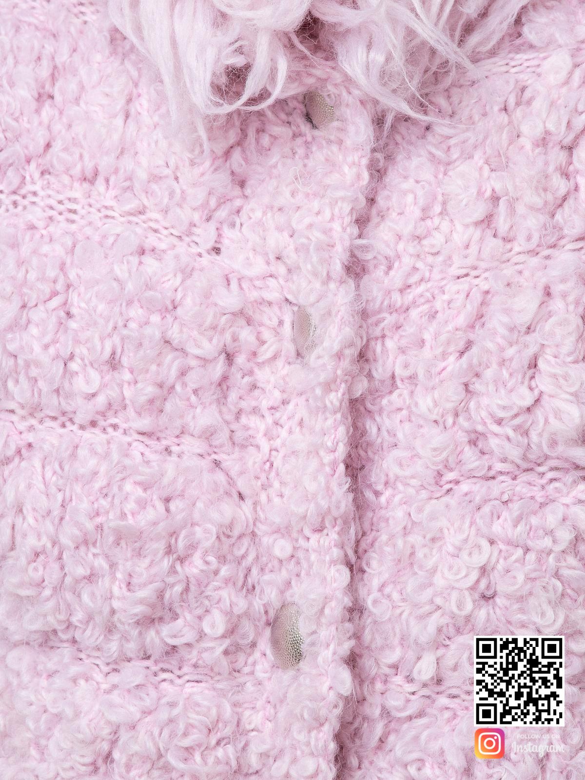 На седьмой фотографии женский буклированный кардиган крупным планом от Shapar, бренда вязаной одежды ручной работы в интернет-магазине связанных спицами вещей.