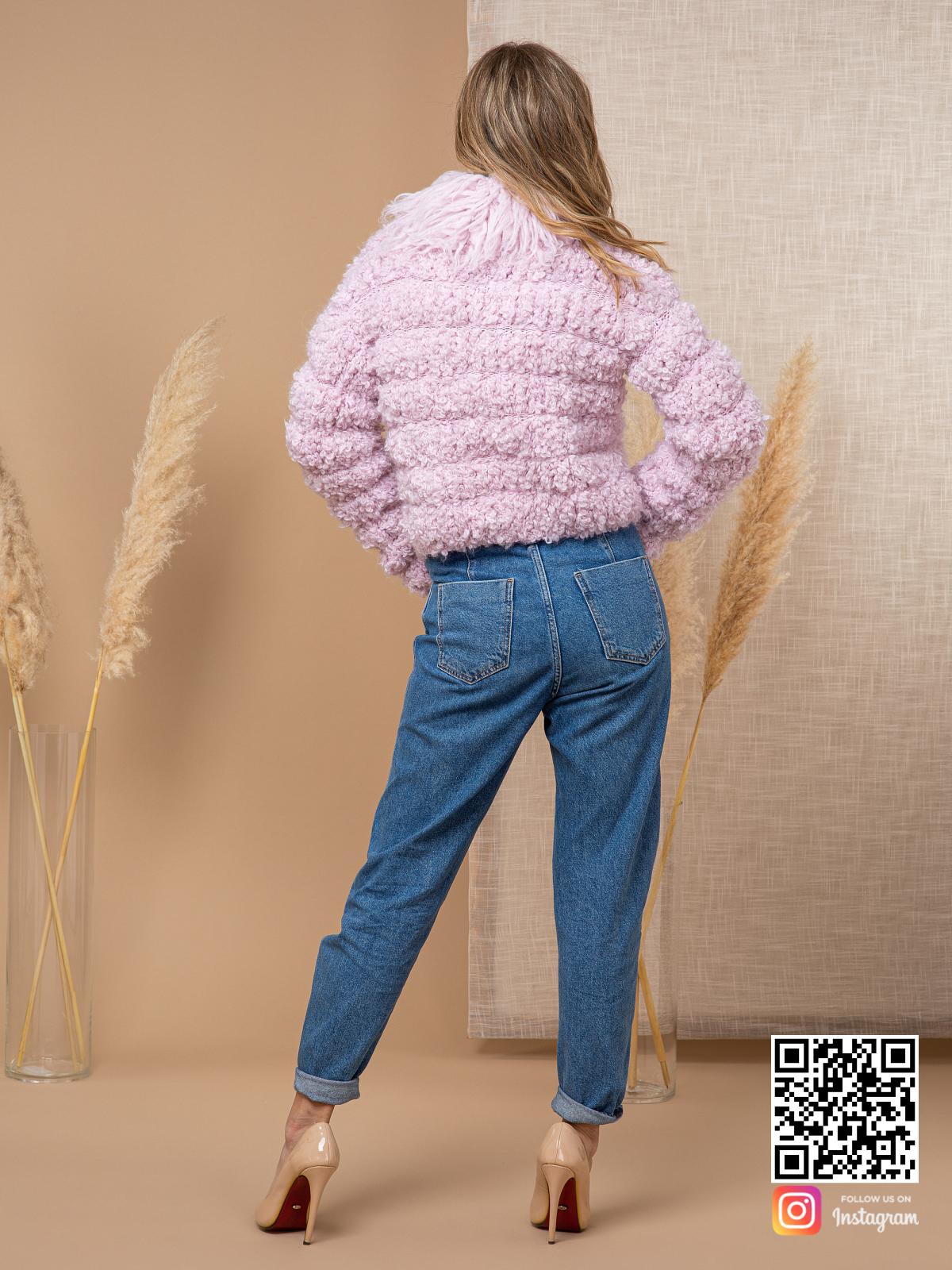 На второй фотографии женский буклированный кардиган со спины от Shapar, бренда вязаной одежды ручной работы в интернет-магазине связанных спицами вещей.