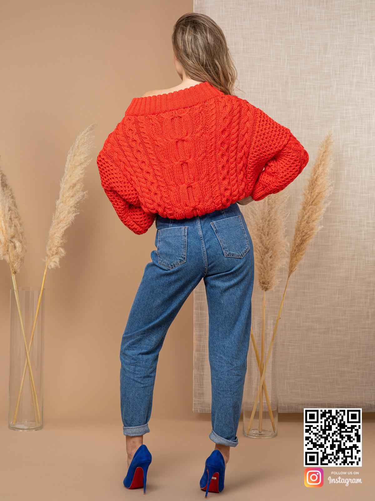 На второй фотографии джемпер женский с косами со спины от Shapar, бренда вязаной одежды ручной работы в интернет-магазине связанных спицами вещей.