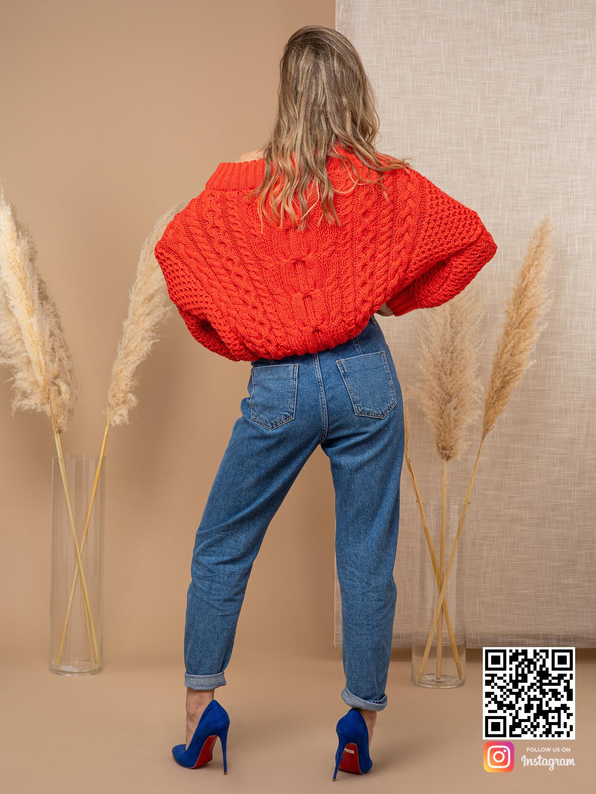 На шестой фотографии модный джемпер женский с косами от Shapar, бренда вязаной одежды ручной работы в интернет-магазине связанных спицами вещей.