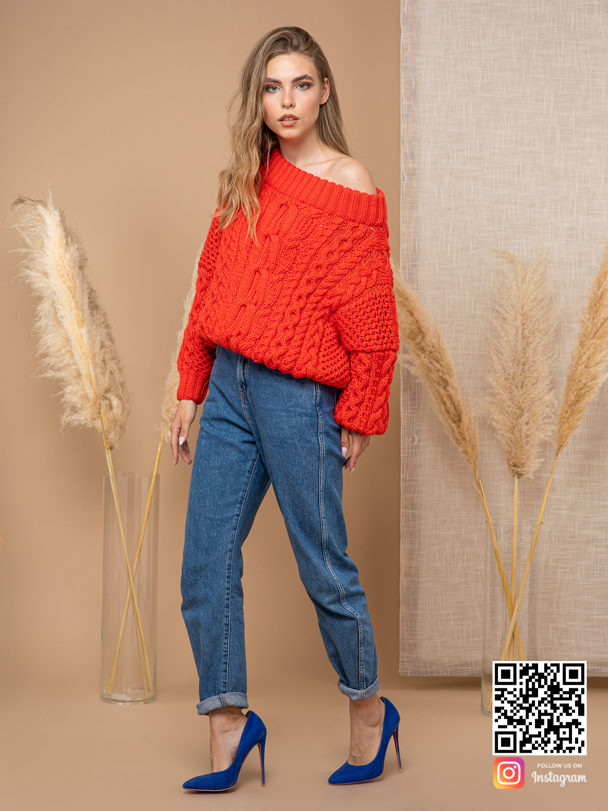 На седьмой фотографии стильный джемпер женский с косами от Shapar, бренда вязаной одежды ручной работы в интернет-магазине связанных спицами вещей.