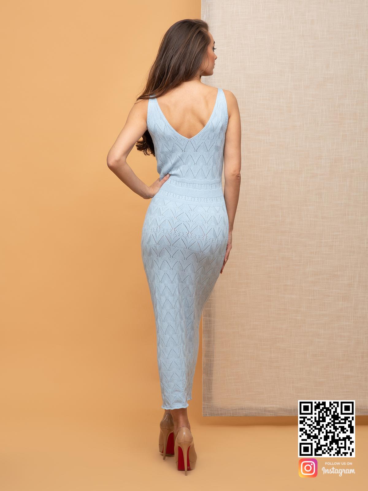 На четвертой фотографии женское голубое вязаное платье с узором от Shapar, бренда одежды ручной работы в интернет-магазине связанных спицами вещей.