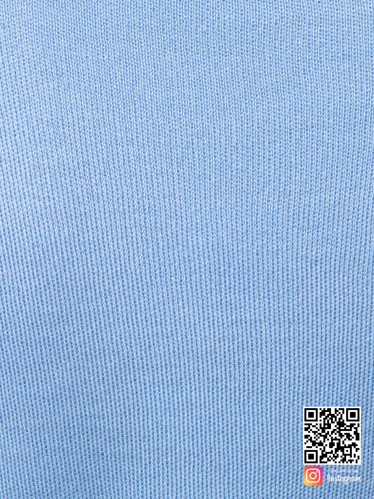 На седьмой фотографии голубой брючный костюм женский крупным планом от Shapar, бренда вязаной одежды ручной работы в интернет-магазине связанных спицами вещей.