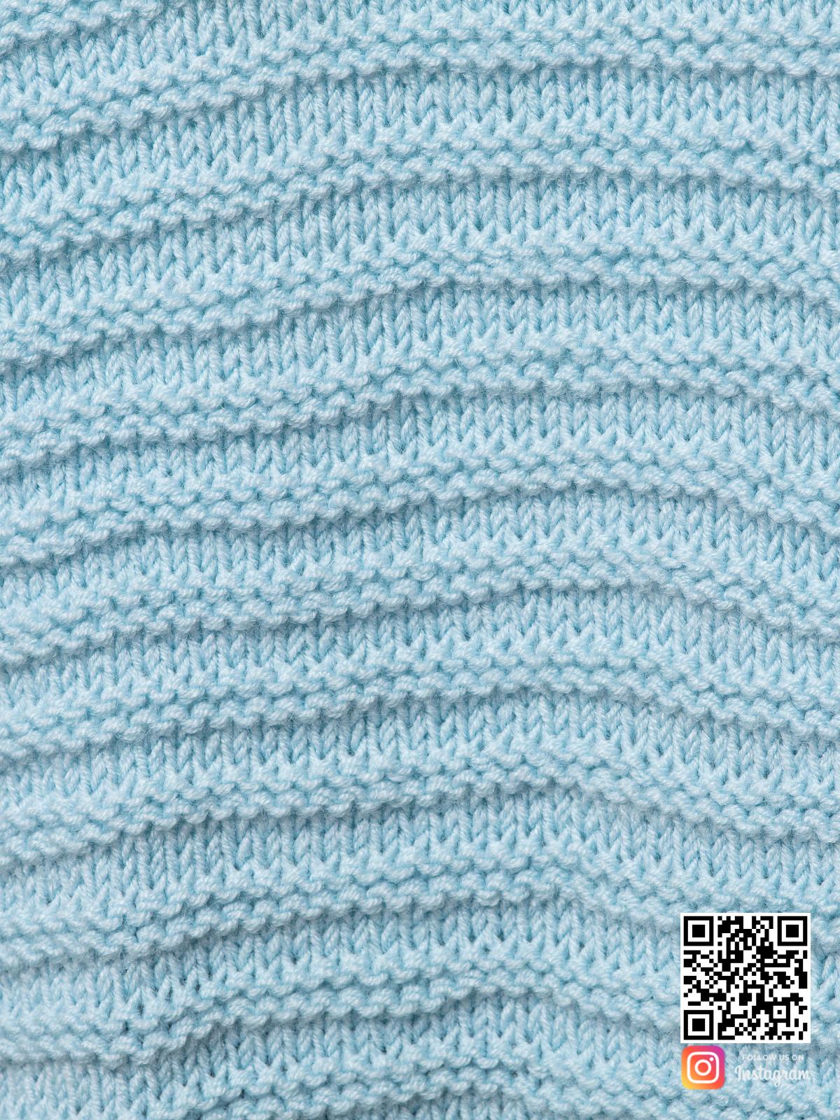 На седьмой фотографии женский голубой кардиган крупным планом от Shapar, бренда вязаной одежды ручной работы в интернет-магазине связанных спицами вещей.
