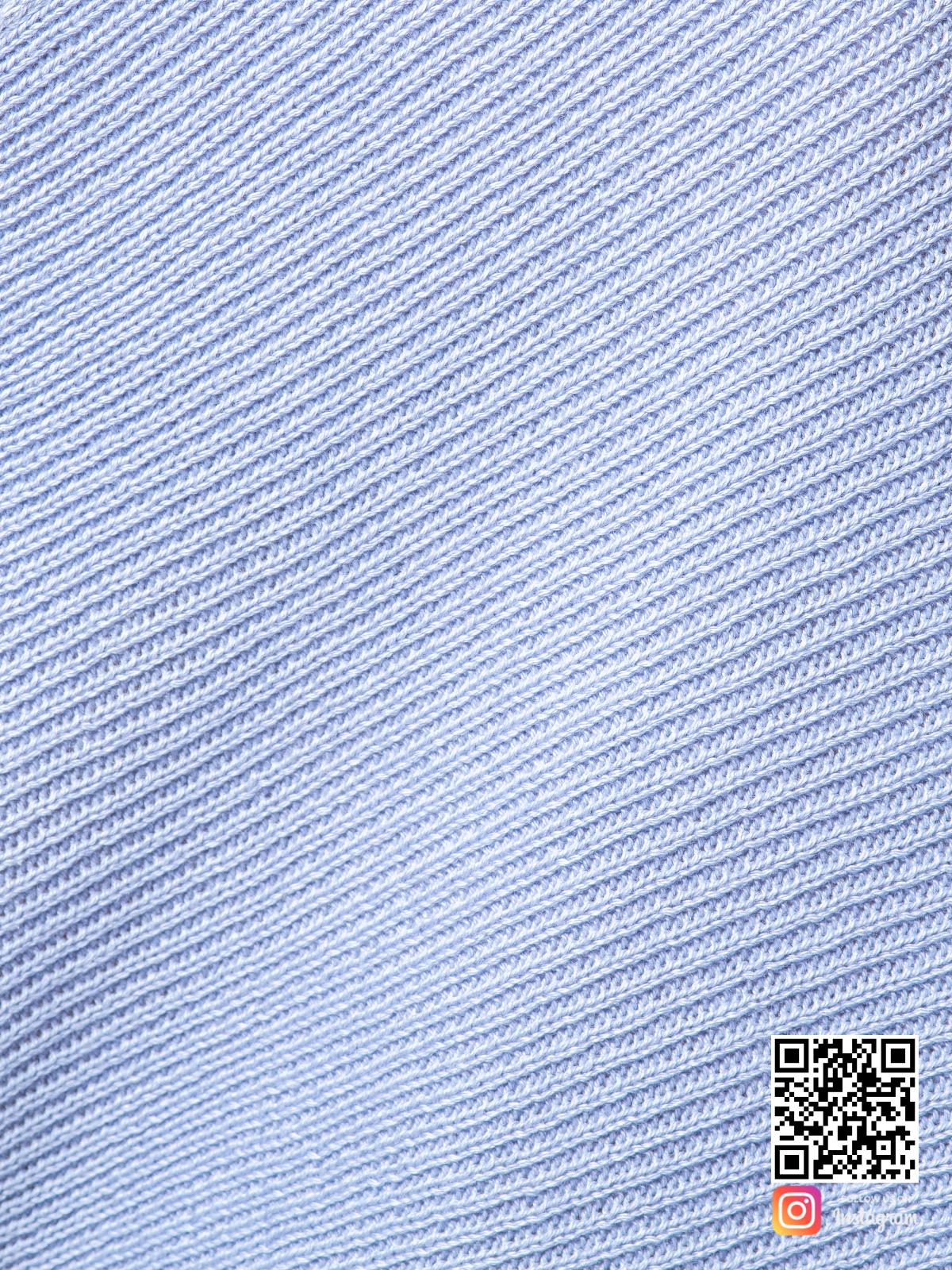 На шестой фотографии женский голубой костюм с шортами крупным планом от Shapar, бренда вязаной одежды ручной работы в интернет-магазине связанных спицами вещей.