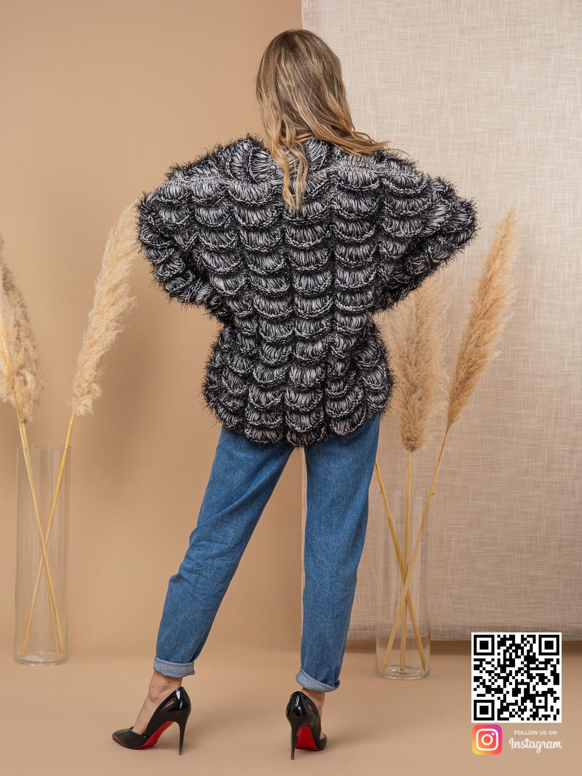 На шестой фотографии элегантный кардиган для девушек от Shapar, бренда вязаной одежды ручной работы в интернет-магазине связанных спицами вещей.